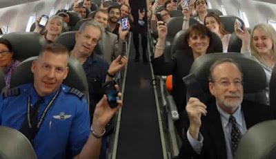 السبب الحقيقي وراء طلب إغلاق الهواتف على متن الطائرة