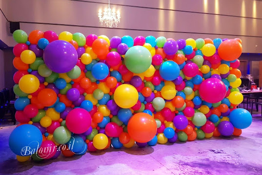 Multi-Coloured Balloon Wal by Nir and Avital Shechter, CBA's of Baloney Nir in Katzrin, Israel