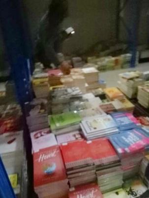 belanja buku di gudang penerbit