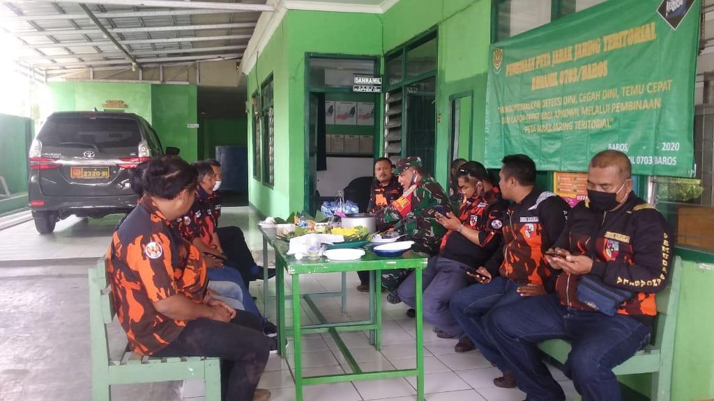 Sambut HUT TNI Ke-75, Pemuda Pancasila PAC Lembursitu Silahturahmi Ke Danramil Baros 0703 Kota Sukabumi