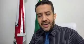 O deputado federal André Janones fala sobre Auxílio Emergencial pra quem ganhou mais de 28 mil em 2018,