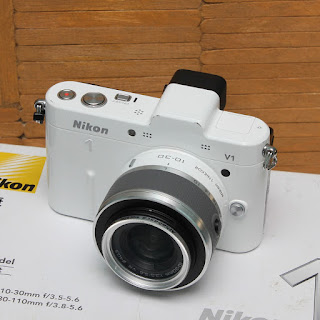 Mirrorless Bekas - Nikon 1 V1 Fullset + kit 10-30mm