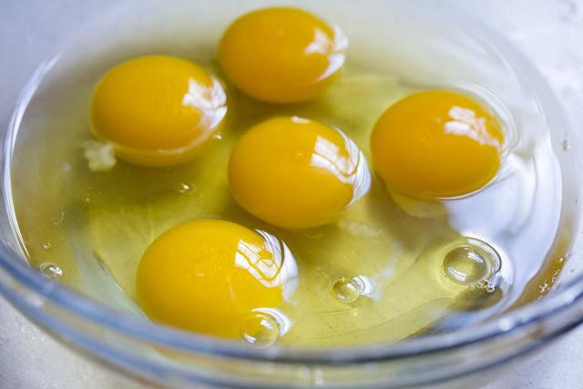 6 Khasiat Kuning Telur buat Wajah Sehat dan Berseri