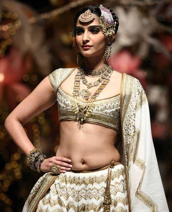 Sonam Kapoor Sexy Navel