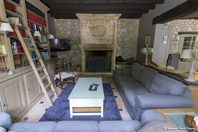 Salón de L'ostal en Perigord, Velines, Francia por El Guisante Verde Project
