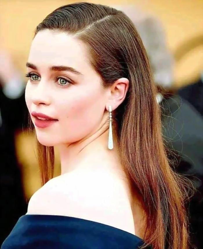 Emilia Clarke's Awesome Hairstyle Image