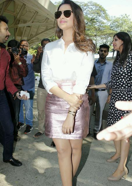 Parineeti Chopra Stills in Golden Mini Skirt at Motorola Moto M Launch  0004.jpg