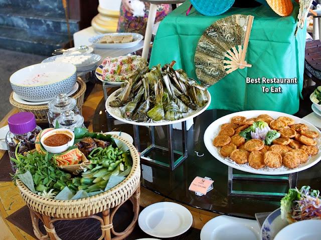 Pandan Leaf Chicken and Thai Fish Cake