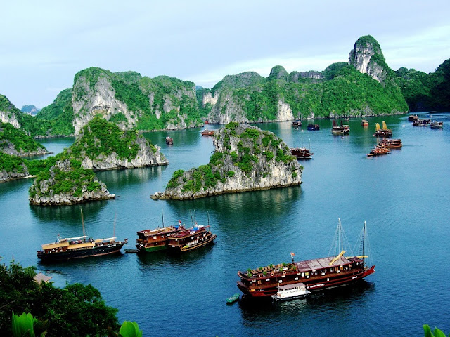 Rainy Hạ Long Bay – Northern Vietnam 1