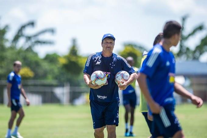 No treinamento, Adilson Batista repete escalação de provável Cruzeiro para a estreia no Mineiro