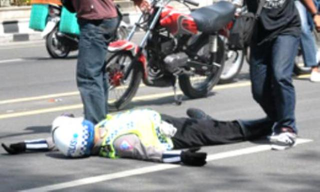 Gawat BAH ! Polantas Medan Kritis Ditabrak Pengendara