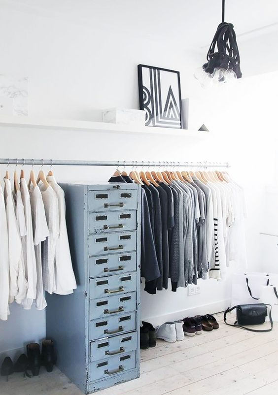 10 tips to clean and organize your closet