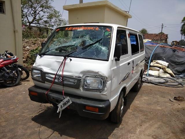 गढ़ाकोटा पुलिस ने ओमनी कार से शराब तस्करी पकड़ी.. पटेरा अस्पताल में गुंडागर्दी करने वाले को ओरछा से पकड़ लाई पुलिस.. दमोह पुलिस ने महिला सफाई कर्मी को समारोह पूर्वक विदाई दी..
