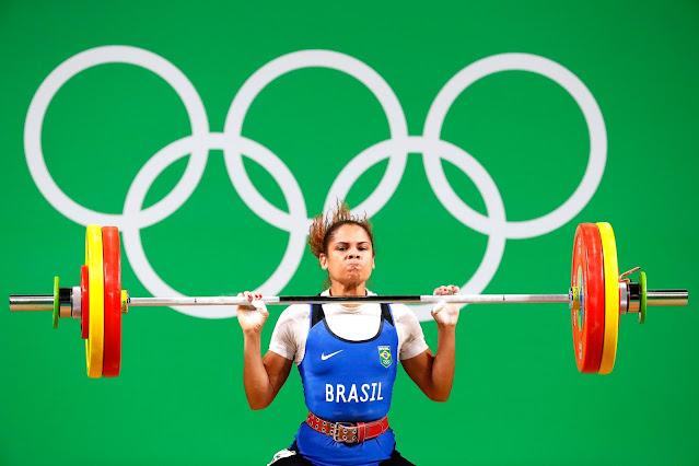 Brasileira no levantamento de peso Olimpíadas