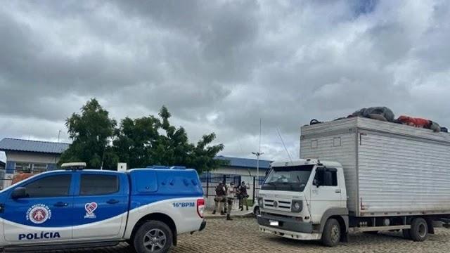Caminhão com destino a Paraíba com 32 pessoas amontoadas