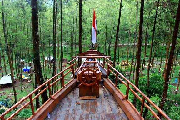 Hutan Pinus Bendosari Pujon