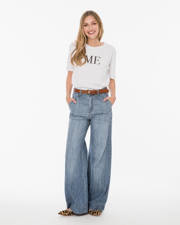 Pantalones amplios de jeans moda verano 2020.