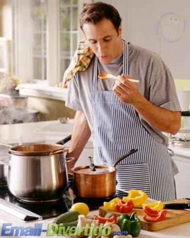 homem cozinha cozinhar