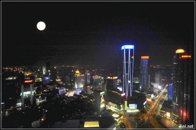 Trăng Thu trên Phố