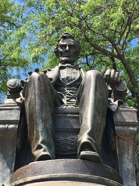 lincoln statue in grant park chicago