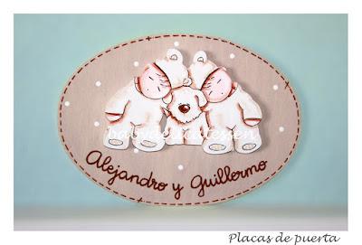 placa de puerta infantil gemelos con perrito babydelicatessen
