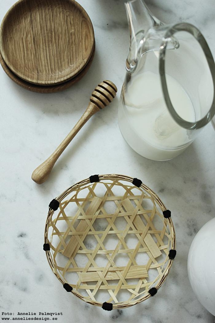 köksdetaljer, fat, träfat, ek, honungssked, korg, brödkorg, korgar, brödkorgar, trärena detaljer, kök, köket, webbutik, webbutiker, webshop, detaljer, annelies design,