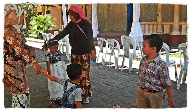 Bersama Yusuf alfairuz dan dua keponakan, masuk sekolah kapan nih?