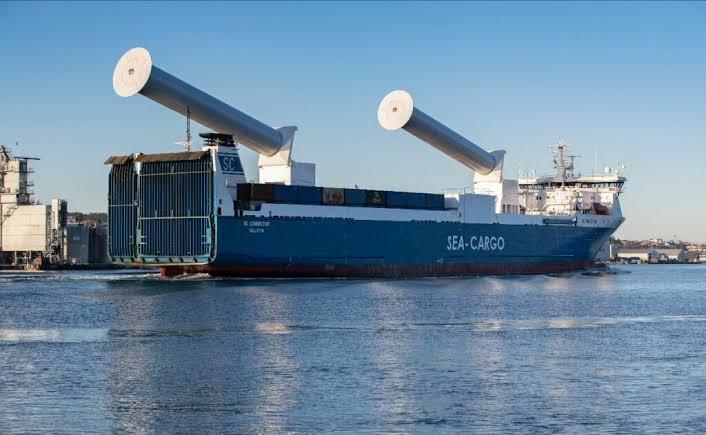 Las primeras velas de rotor inclinable del mundo han sido instaladas en el buque SC Connector