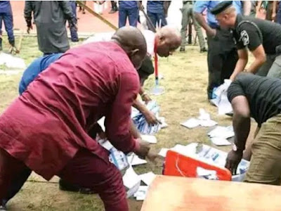 #KogiDecides2019: Moment voters resist  thugs to snatch away ballot box at PDP candidate's polling unit (photo)