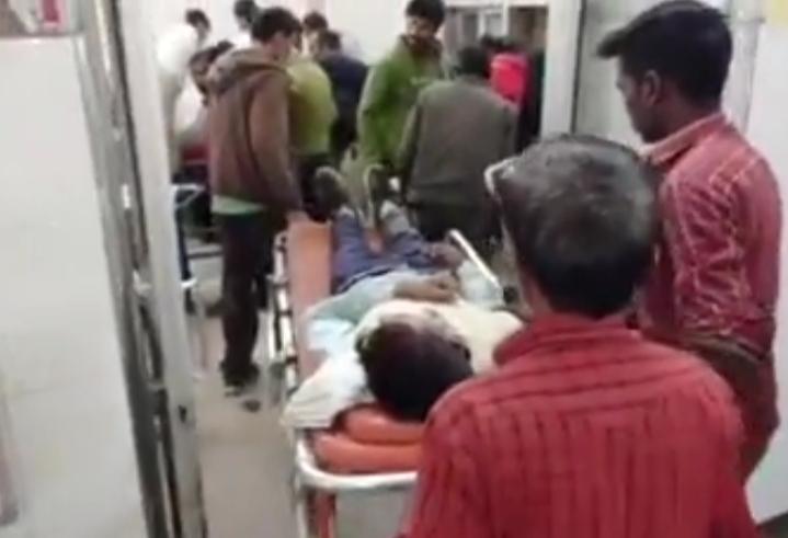 सीतापुर जनपद के खैराबाद में स्कूल से घर आ रहे बच्चों को तेज रफ्तार में मैजिक ने मारी टक्कर, दो बच्चे हुए घायल