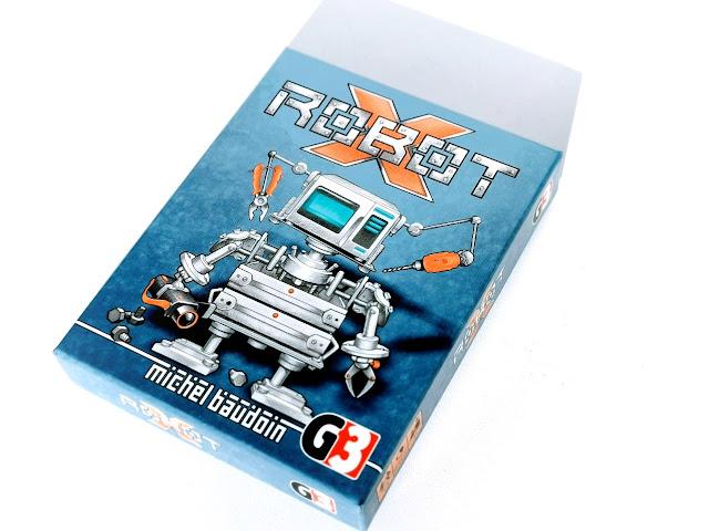 na zdjęciu opakowanie gry robot x, małe pudełko w kolorze niebieskim ze srebrnym napisem Robot x  i wizerunkiem robota na środku