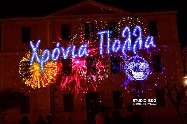 Μαγική η Χριστουγεννιάτικη φωταγώγηση του Δημαρχείου στο Ναύπλιο με 3D Projection Mapping (βίντεο)