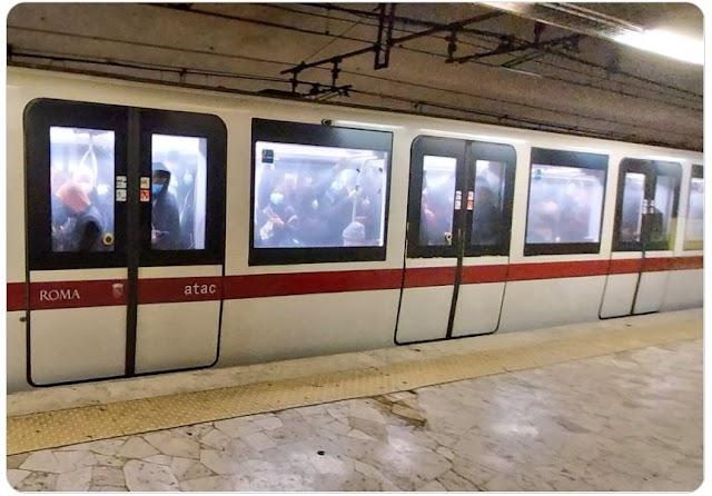 Il perenne affollamento della Metro di Roma