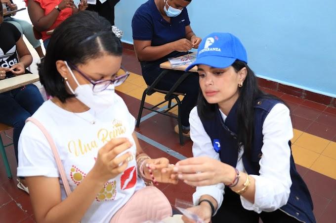Judith Cury lleva capacitación tecnológica y financiera a mujeres de la provincia Duarte