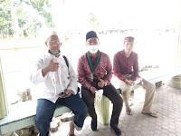 Di Masjid Al-Firdaus UNA, Kader HmI Berbagi Masker ke Jemaah Jumat