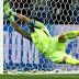 Gagalkan Tiga Penalti, Claudio Bravo Jadi Pahlawan Kemenangan Cile