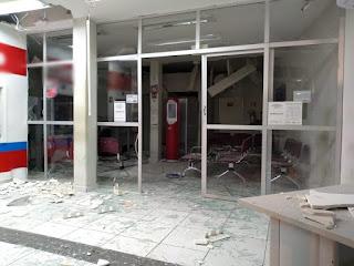 Bando batizado de 'novo cangaço' faz três guardas municipais reféns e explode agência bancária, no Sertão da PB