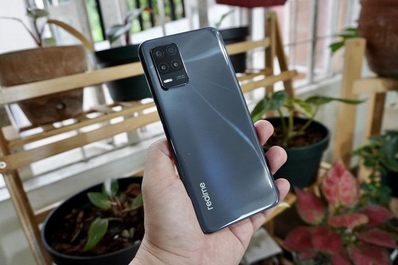 realme 8 5G Design Review