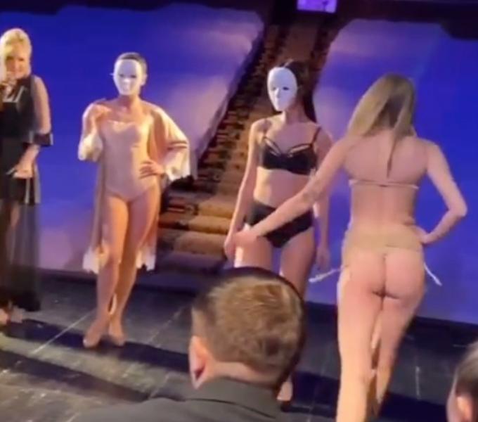 """У Херсоні мера і депутатів розважали """"оголеними танцями"""" на закритій вечірці (фото, відео)"""
