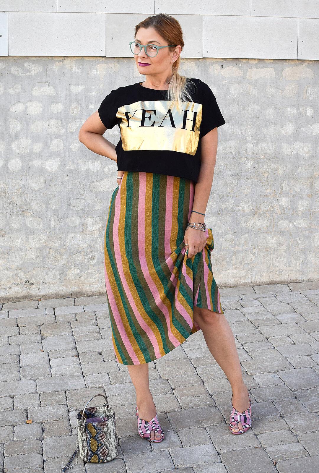 Streifen-mit-Mustern-kombinieren-Kleid