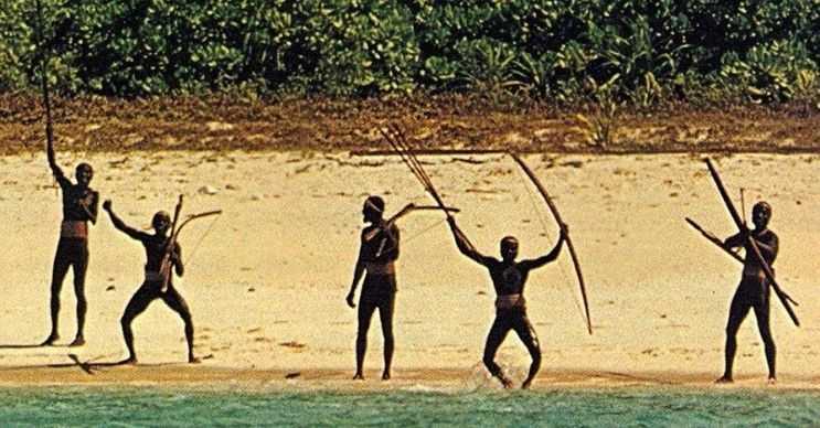Andaman ve Nicobar'da Hint nufüsunun dışında yerli kabilelerde yaşıyor.