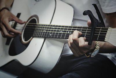 gitar akustik - Jenis-Jenis serta Variasi Gitar dan Karakteristiknya