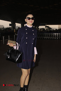 Bollywood Actress Model Urvashi Rautela Pos at Mumbai International Airport  0005.jpg
