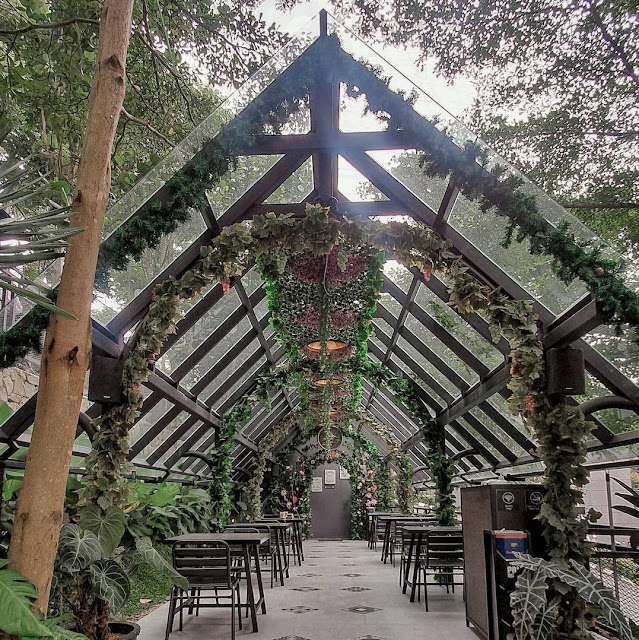 Cafe Kopi Bawah Pohon Bandung