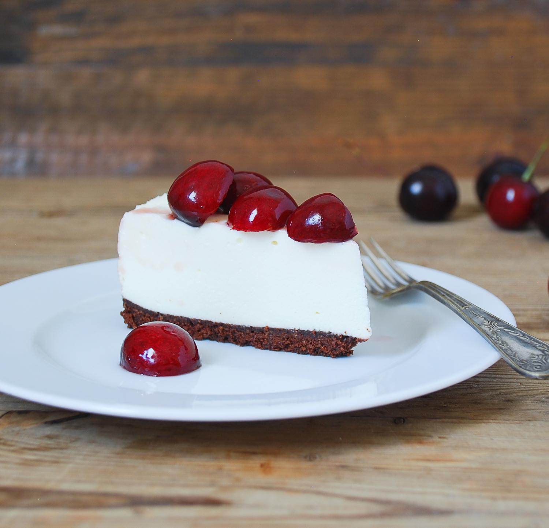 Tarta de chocolate blanco y cerezas {sin hornear}