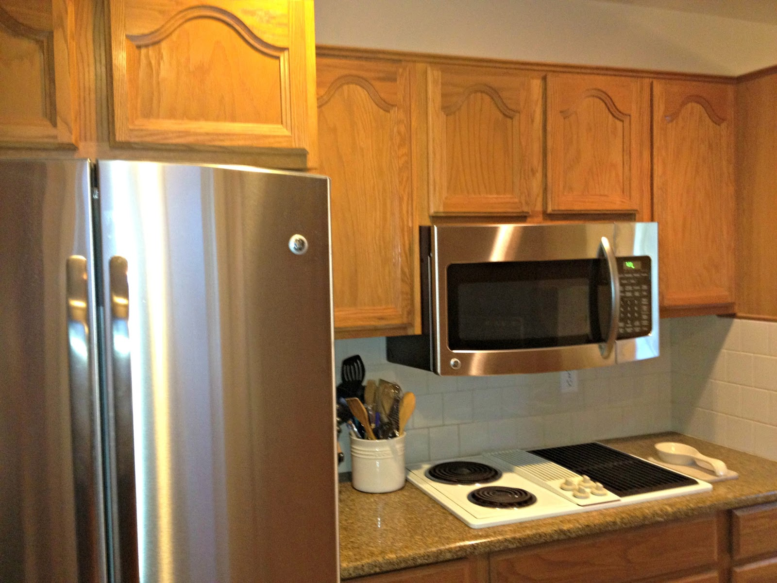 Kitchen Makeovers with Oak Cabinets
