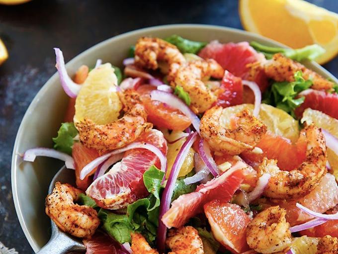 Острый салат с креветками и цитрусовыми