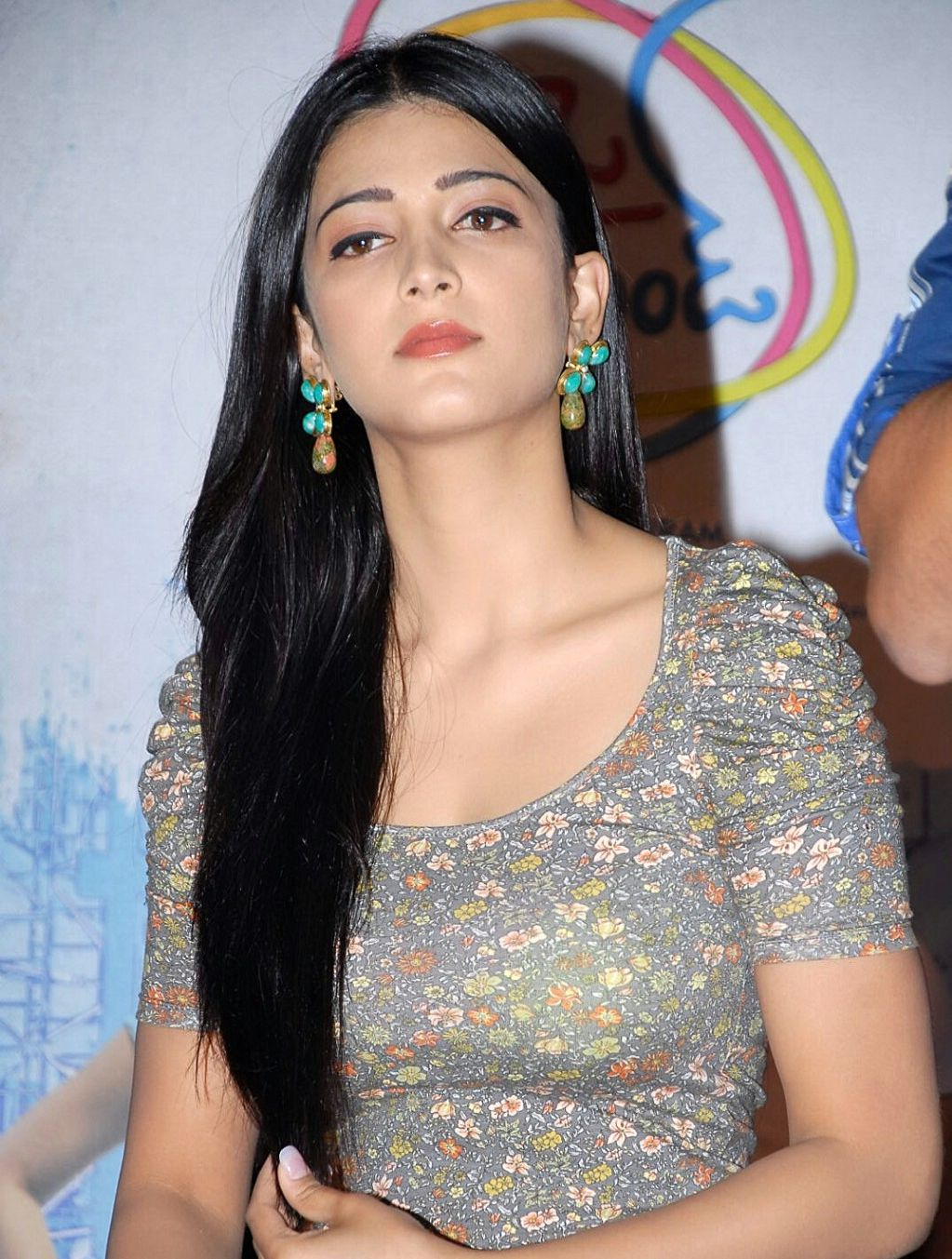 Shruthi Haasan Hot Boobs Show At The Airtel South Indian Youth Star Launch