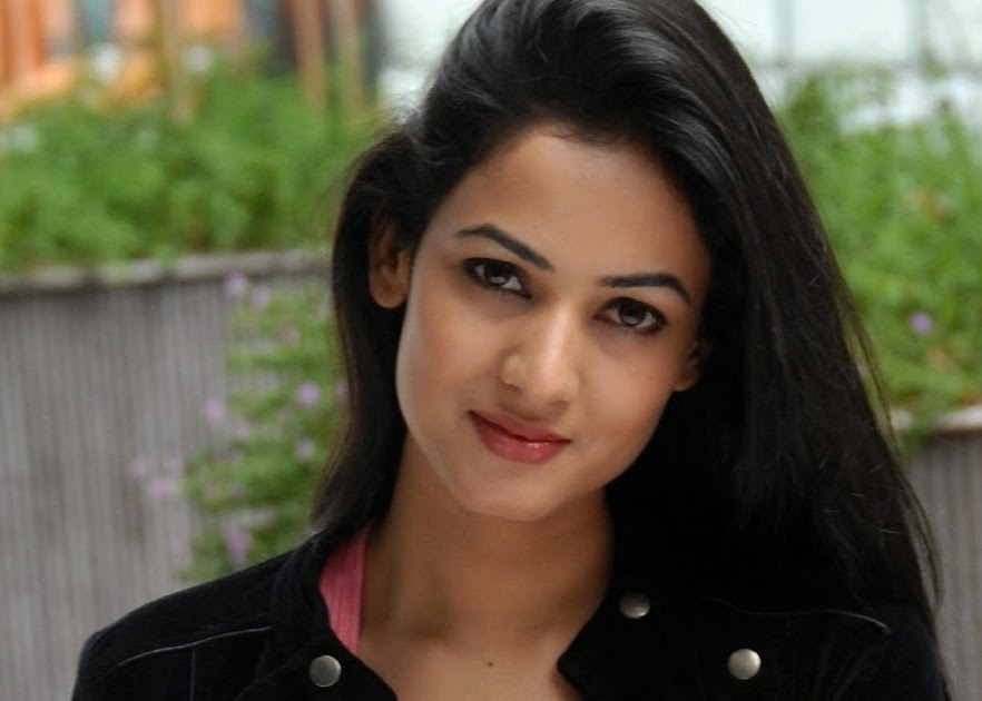 Sonal Chauhan Suhel: Sonal Chauhan Navel « Daily Best And Popular