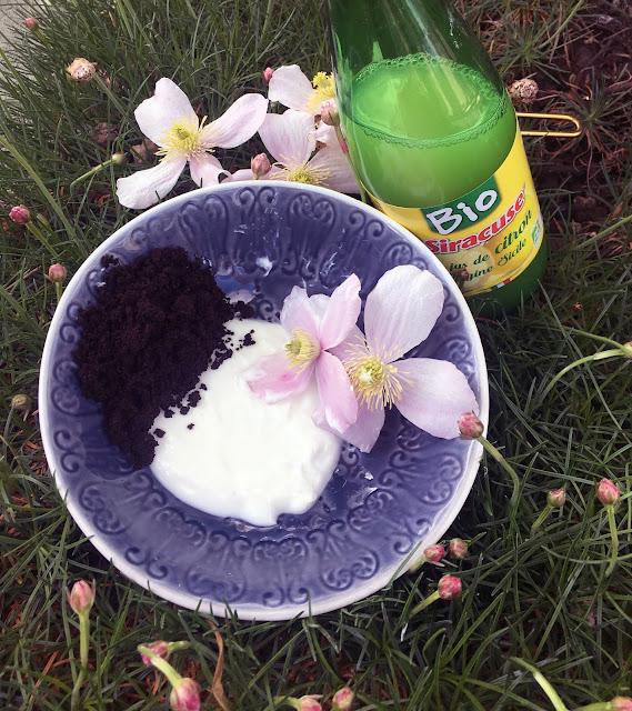 lutter contre les cernes avec du marc de café yaourt et citron